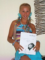 Did you see the fashion magazine in Karolina's hands? Oh… You are looking at her deep tanned body!